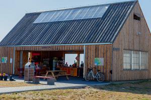 Kihnu sadamaturg - kohalik toit ja käsitöö