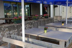Café im Strandgebäude von Kuremaa