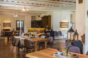 Alatskivi Mõisa Tall pub, cosy interior