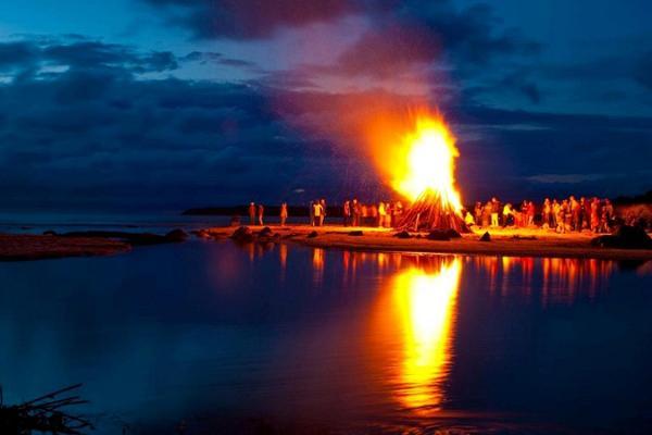 Die Nacht der alten Feuer
