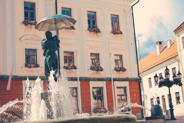 Фонтан на Ратушной площади - визитная карточка Тарту