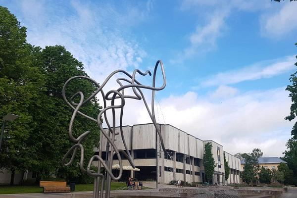 Das Juri-Lotman-Denkmal