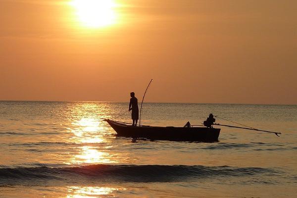 Катание на лодке по Чудскому озеру