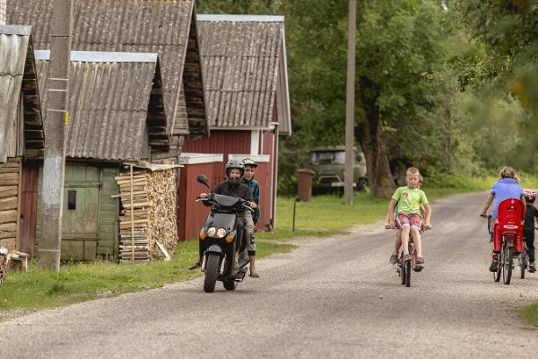 Cycling on the Onion Route: from Alatskivi to Nina village