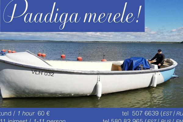 На лодке в море!