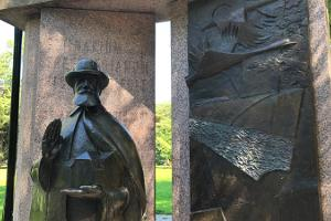Hugo Treffneri monument