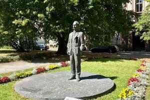 Peeter Põllu -muistomerkki