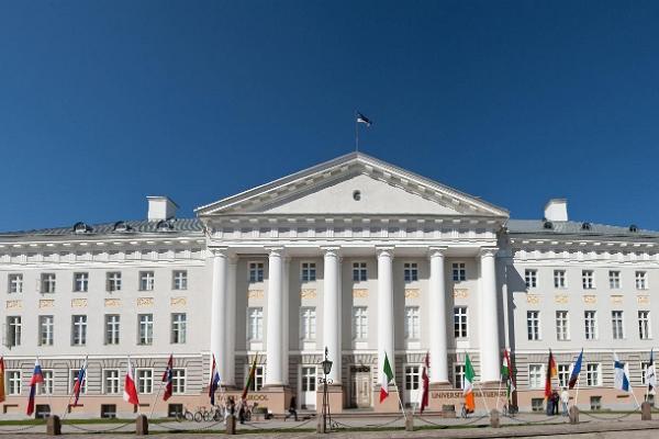 Promenad i Tartus innerstad: Tartu Universitets huvudbyggnad