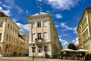Тартуский художественный музей, или Покосившийся дом