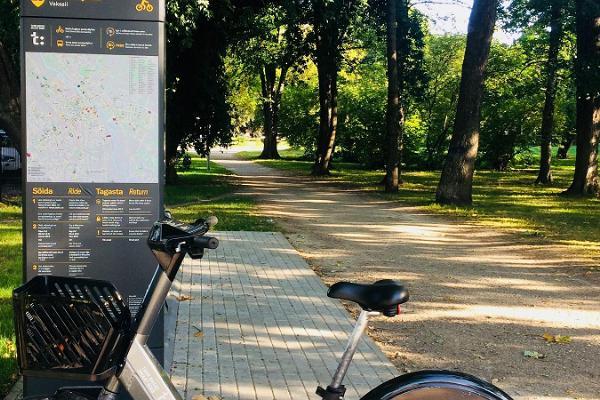 Велосипед на парковке Tartu Smart Bike, расположенной в непосредственной близости от Тартуского железнодорожного вокзала