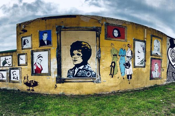 Street art tour in Karlova