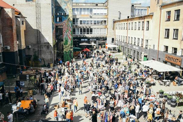 Müürilille flea market at Aparaaditehas Creative City, lots of goods and buyers, lovely atmosphere