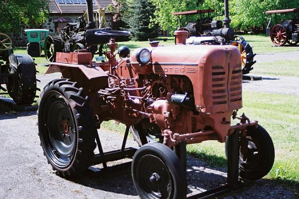Выставка старинных тракторов в Эстонском музее сельского хозяйства