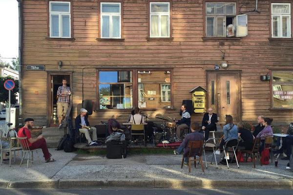 Ein Treffpunkt für die Boheme und an Architektur Interessierte – Karlova