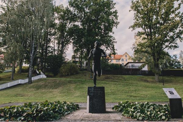 Sculpture 'Runner'