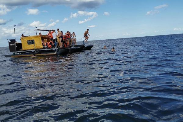 Floßabenteuer für Schüler auf dem Fluss Emajõgi (dt. Embach)