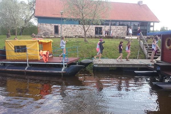 Pārgājienu plostu noma izbraucieniem pa Emejegi upi