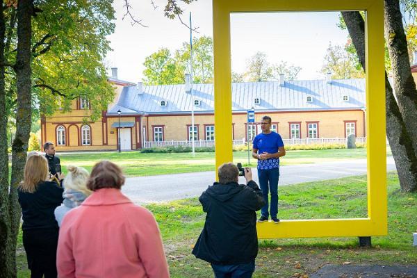 Palupera herrgårdskomplex och National Geographics gula fönster