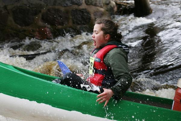 Izbraucieni ar kanoe laivām pa Vehandu (Võhandu) upi