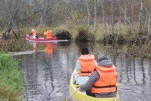 Ar kanoe laivu uz purva restorānu