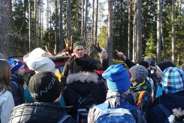 Ubari Loodustarkuse Keskuse jahitarga retk metsa