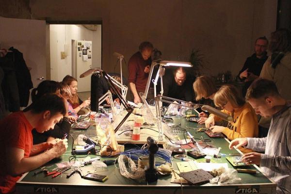 Workshop for crafting small widgets at Aparaaditehas Creative City