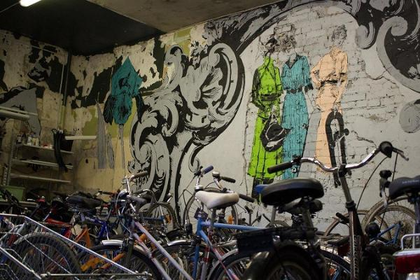 Aparaaditehas Creative City, cyclists and graffiti