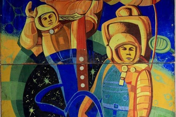 Aparaaditehas Creative City, mural representing astronauts