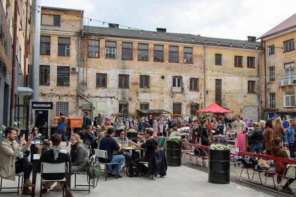 Courtyard full of people of Aparaaditehas Creative City