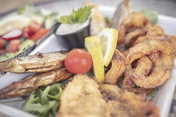 Gericht der Fischverkaufsstelle am Peipus-See