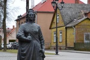 Catherine II Sculpture and Catherine Alley (Katariina allee)