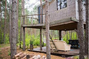 Huset uppe i träd på Ösel