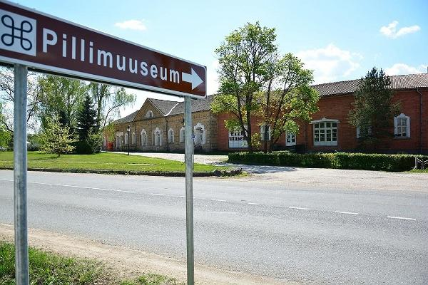 Musical Instruments Museum, signpost