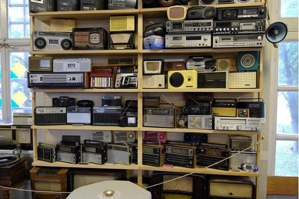 Musical Instruments Museum, old radios