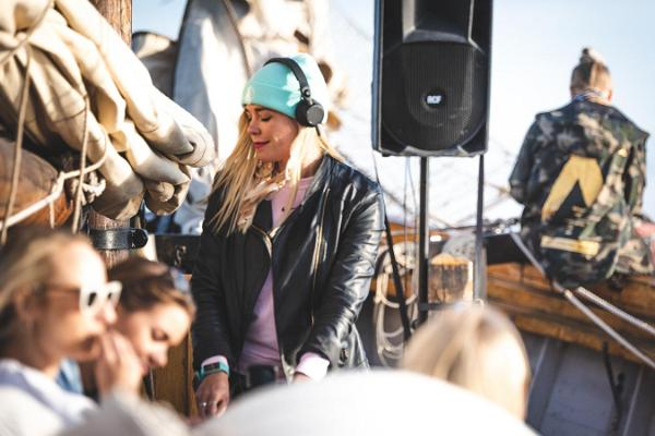 Sunset cruises and concerts at sea on the sailing ship Hoppet