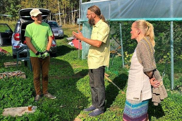 A tour of the vineyard of Veinimäe Farm
