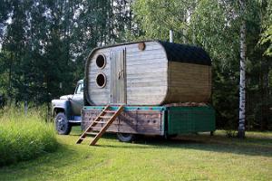 Pedaja Holiday House smoke sauna, hot tub, and car sauna