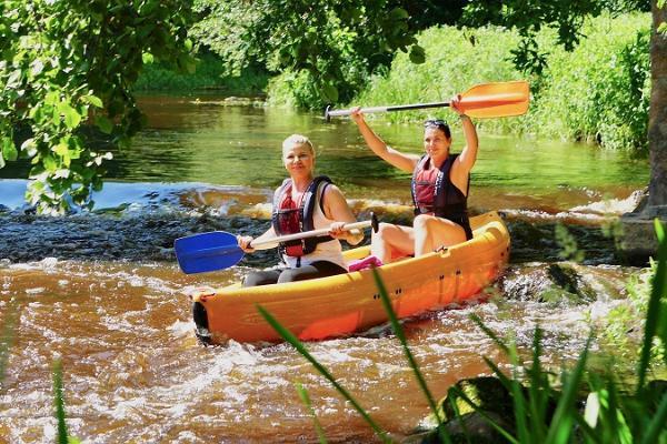 Izbrauciens ar kanoe laivām vai smailītēm pa Vehandu (Võhandu) upi