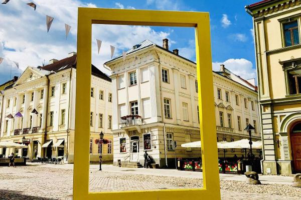 Kirjanduslik jalutuskäik Tartus: Viltune maja, milles asub Tartu Kunstimuuseum