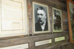 Gedenkstein für den Konzertinabauer August Teppo