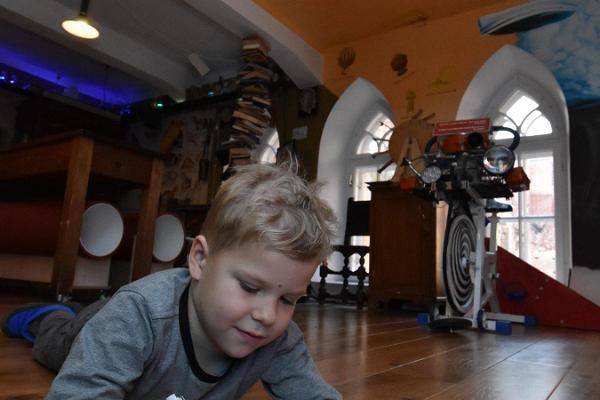 """Arbeitszimmer des """"Verrückten Wissenschaftlers"""" in Museum der Universität Tartu"""