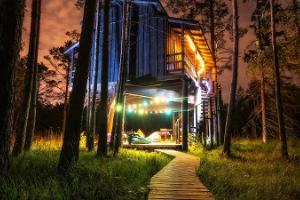 Accommodation in Sambliku Treehouse
