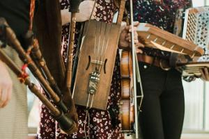 Folkmusik konsert i Viljandi Pärismusmuusika Ait (Viljandi Folkmusik Ladugård)