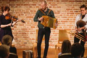 Konzert traditioneller Musik in Viljandi im Speicher der traditionellen Musik