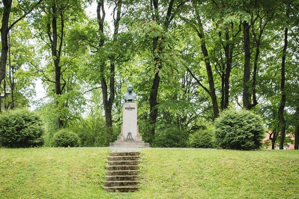 Karl August Hermannin monumentti