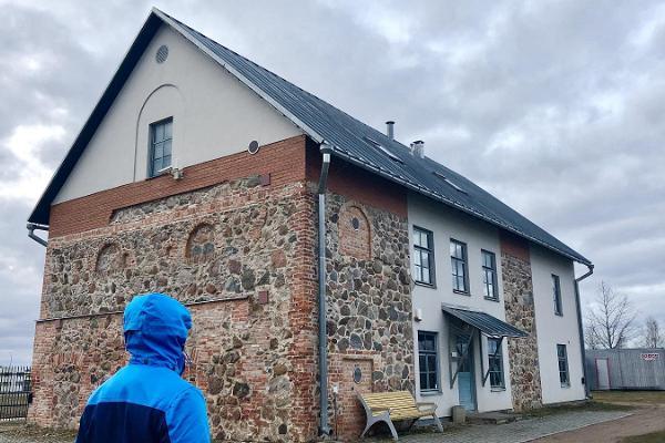 Raadi Manor