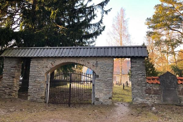 Часовня и кладбище Роослепа