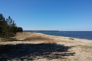 Пляж и место для установки палаток Меремыйза