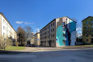"""""""Smartovkat"""" ja seinämaalaukset - löytöretki Tarton kaupungin ulkogalleriaan"""