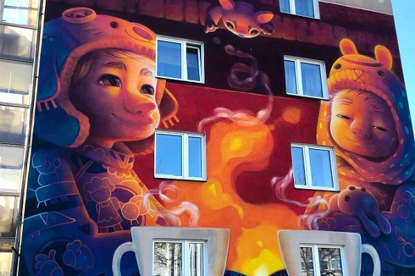 """""""Smartovkas"""" un sienu gleznojumi - ekskursija Tartu pilsētas brīvdabas galerijā"""